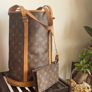 Louis Vuitton Bucket GM with pouch